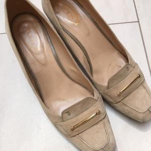 Tod's Shoes - Classic nude suede Tod's pumps